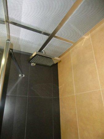 Hotel Alif Avenidas : Die Dusche