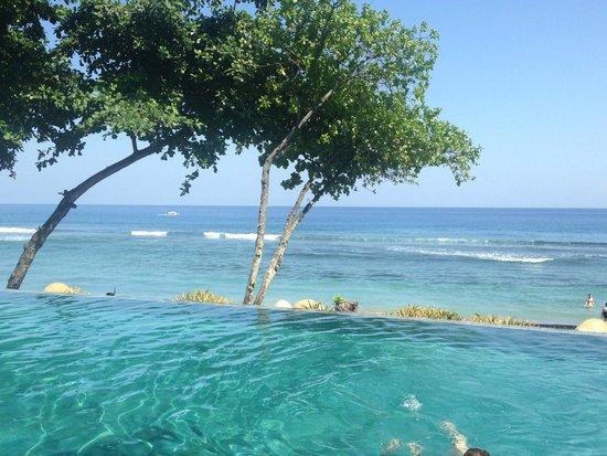 Jeeva Klui Resort: Pool and beach