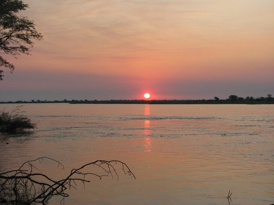 Kalizo Lodge: Amazing sunset over the Zambezi