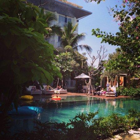 Fontana Hotel Bali : Small cozy pool