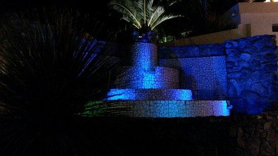 Sunshine Club Hotel Centro Benessere: Fontana di sera