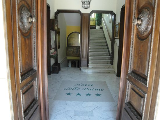 Hotel Delle Palme: entrance hallway/stairs