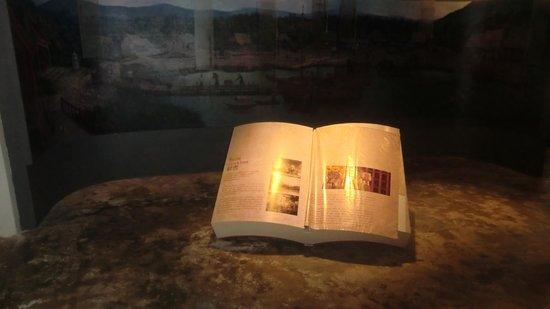 Phuket Thaihua Museum: Antic book