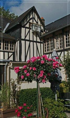Auberge de L'Abbaye : intérieure de la cour de l'auberge