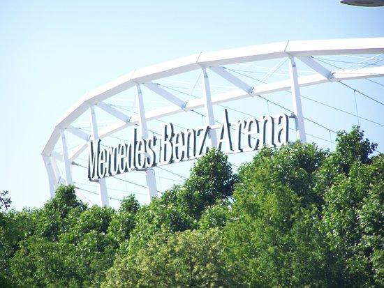 Mercedes Benz Arena: le stade