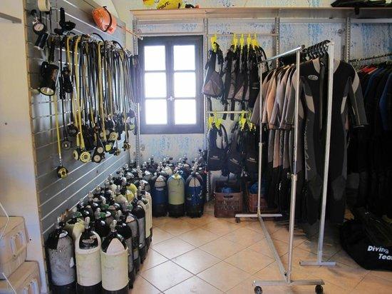 Aegean Divers Dive Center - Day Excursions: Inside dive center