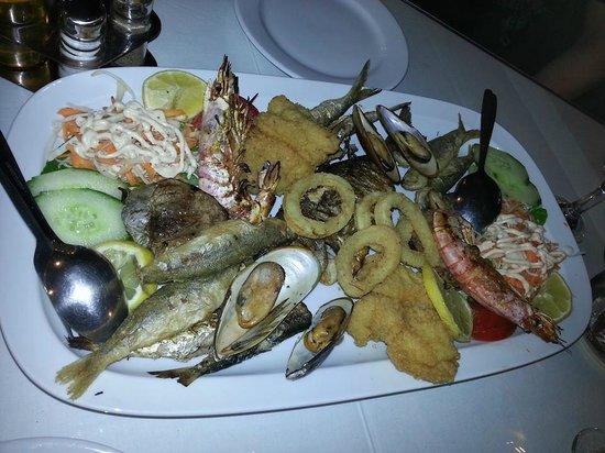Kelariko Restaurant : Fish plate for two!:)