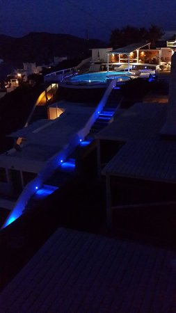 Levantes - Ios Boutique Hotel: Pool area by night.