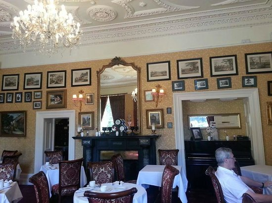 Finnstown Castle Hotel: breakfast room
