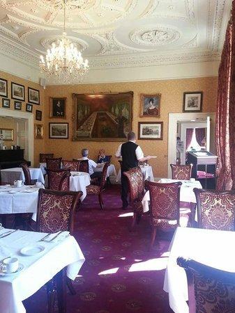 Finnstown Castle Hotel: breakfast room