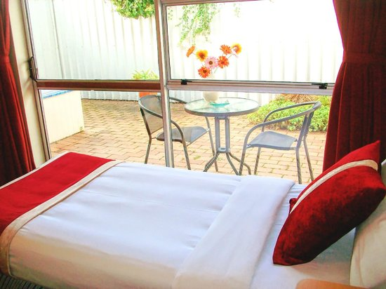 Ann's Volcanic Rotorua Motel and Serviced Apartments : garden view