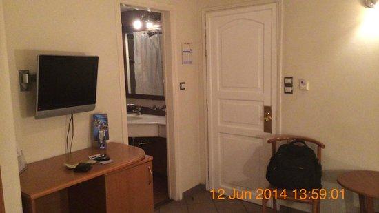 Achillion Hotel: Room 718