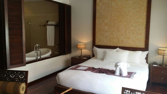 Anantara Angkor Resort : Our room for 3 days. Clean and comfortable