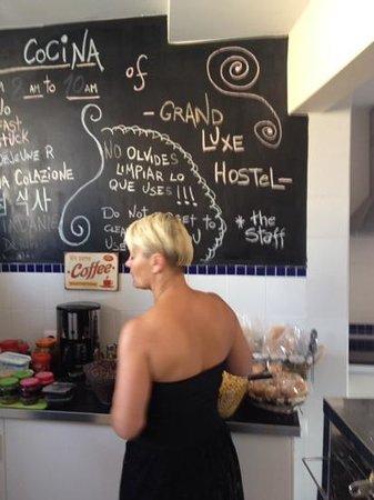 Grand Luxe Hostel: De keuken voor het ontbijt