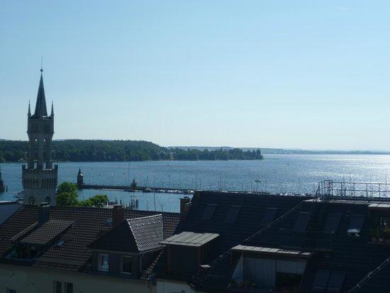 Viva Sky: Blick von der Dachterrasse auf den See