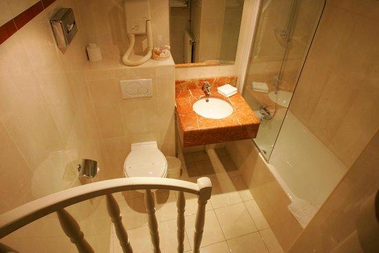 Hôtel Jardin Le Bréa : Chambre Single Classique - Salle de Bain / Classic Single Room - Bathroom
