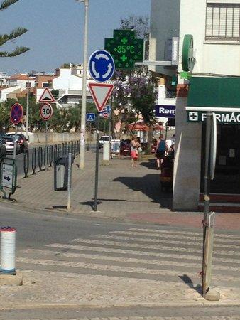 Luna Clube Brisamar: Town (and temperature)
