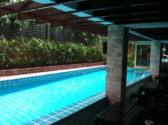 Aspen Suites Hotel Sukhumvit 2 Bangkok by Compass Hospitality: I saw new tree surrounding the pool