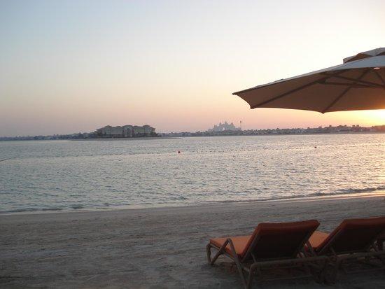 Anantara The Palm Dubai Resort: beach at sunset