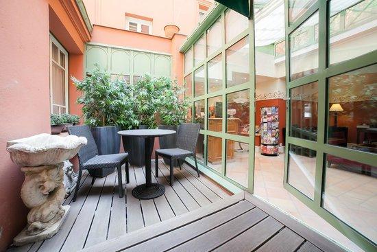 Hôtel Jardin Le Bréa : Terrasse