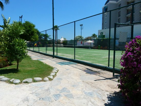 D-Resort Grand Azur: View of Tennis Court in Hotel grounds