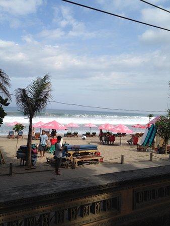 Puri Saron Seminyak : The beach from the hotel