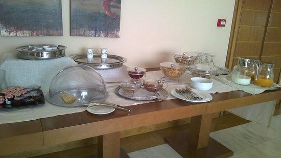 Dekelia Hotel: Frühstücksangebot knapp, gerade für 20EUR Preisliste