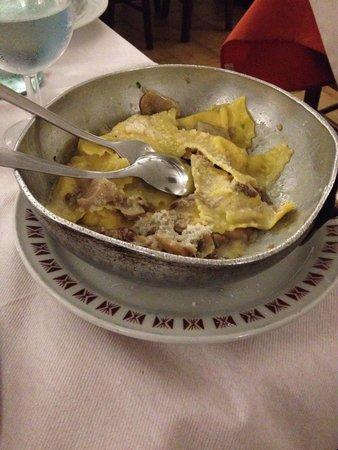 Ustari di du Canton : tortelli di patate con salsiccia e funghi