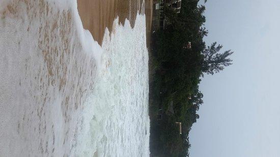 Beyond Resort Karon : Вид с пляжа на гостиницу