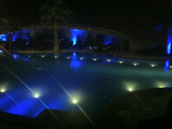 Sofitel Abu Dhabi Corniche : Pool