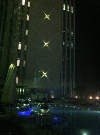 Sofitel Abu Dhabi Corniche : Nachts am Pool