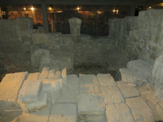Archeological Crypt of the Parvis of Notre-Dame: Rock foundation