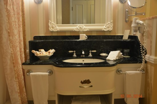 Hong Kong Disneyland Hotel : BATHROOM