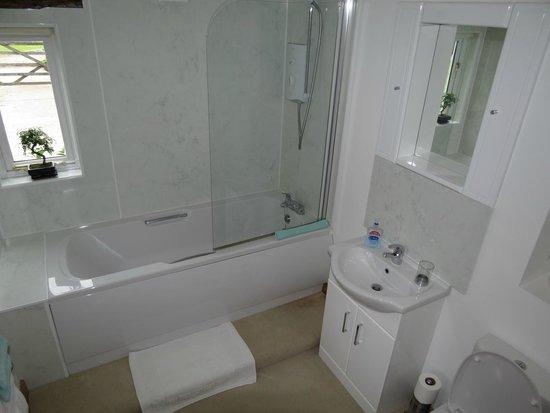 Eaton Thorne House: Bathroom