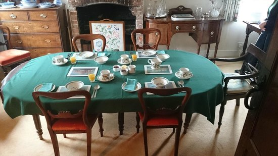 Eaton Thorne House: Breakfast room
