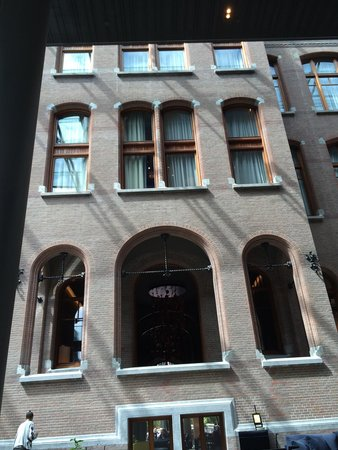 Conservatorium Hotel: Inside view of the outside music school facade