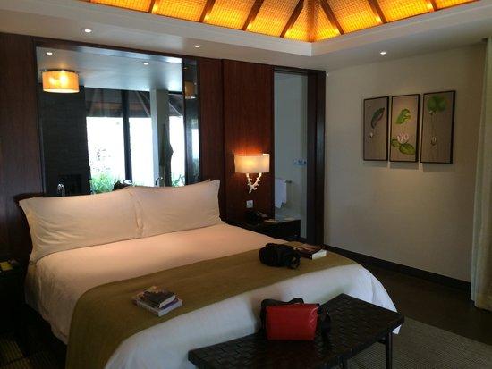 Four Seasons Resort Mauritius at Anahita : Huge soft bed