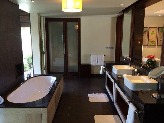 Four Seasons Resort Mauritius at Anahita : Bathroom