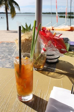 Four Seasons Resort Mauritius at Anahita: Drinks at Bambou restaurant during lunch