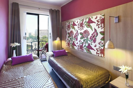 Hotel Ginebra: Twin room with private bathroom, balcony and great view