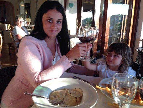 Hotel La Bisaccia : Alina e Guendalina brindano alla splendida vacanza
