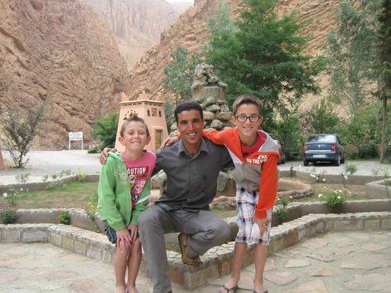 Hotel Restaurant Camping berbère de la Montagne : Avec notre ami Hassan !