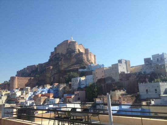 Hotel Haveli Jodhpur: View of fort from rooftop