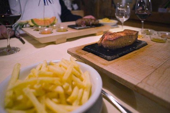 Alpenhotel Residence: Restaurant Fleisch vom heissen Stein