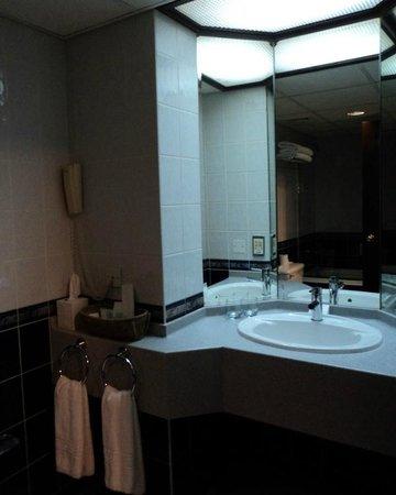 Avari Dubai Hotel : Avari Business Class Room - En-suite Bathroom