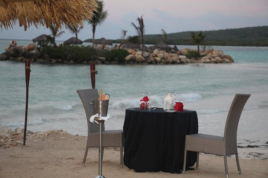 Royalton White Sands Resort: Romantic evening meal if you want it...