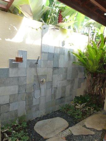 Ubud Padi Villas: douche et baignoire