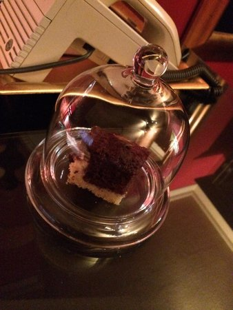 Sir & Lady Astor Hotel: Nice little cake on arrival