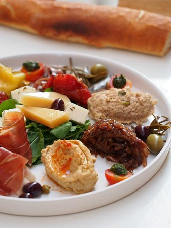 Aterina: Plate of selected dalmatian flavors