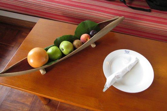 Reethi Beach Resort: fruit basket